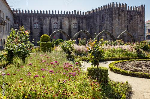 Fotografie, Obraz  Garden of Santa Barbara (Jardim de Santa Barbara) by the old Castle of Braga