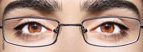 Pinturas sobre lienzo  Beautiful young woman wearing glasses. Close-up shot