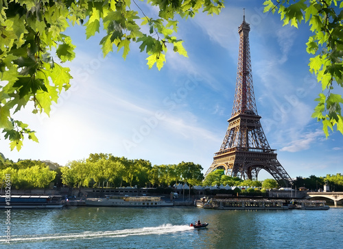 Spoed Foto op Canvas Parijs Seine and Eiffel Tower