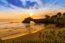 Tanah Lot Temple - Bali Indone...