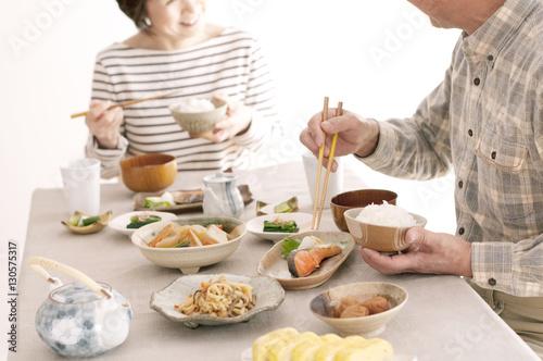 Poster Kruidenierswinkel 朝食を食べるシニア夫婦