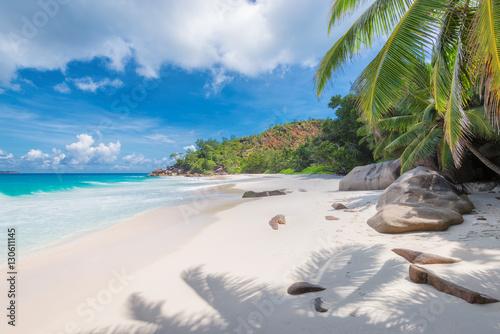 tropikalna-plaza-anse-georgette-na-wyspie-praslin-seszele