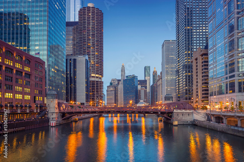 Poster Chicago Chicago Downtown. Cityscape image of Chicago downtown during twilight blue hour.
