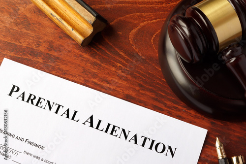Photo Parental alienation form and gavel on a table.
