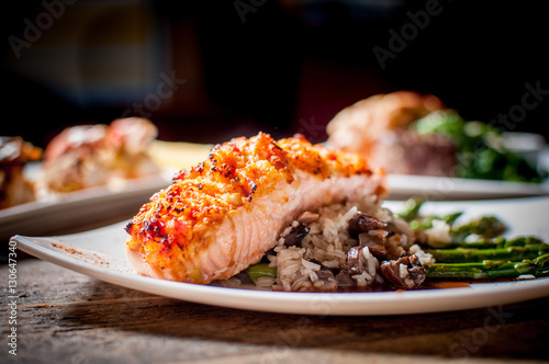 Crusted Salmon and Wild Rice Pilaf with Grilled Asparagus Fototapete