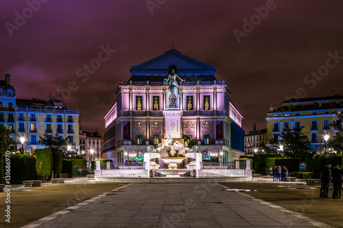 Foto  Teatro Real at night in Plaza de Oriente located in front of the Palacio Real in