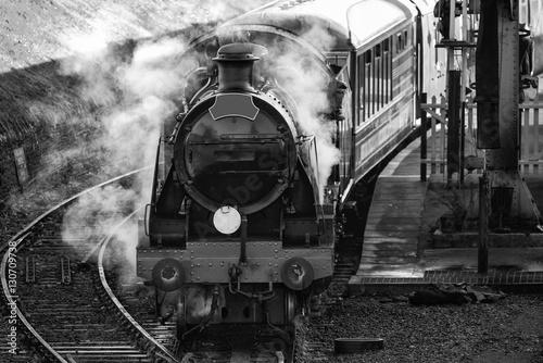 Carta da parati Hertifage old vintage steam railway engine in station with full