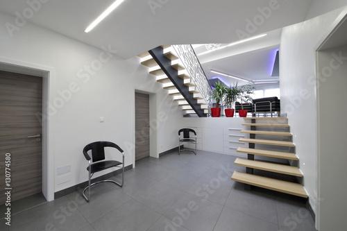 escalier hall d\'entrée intérieur maison - Buy this stock photo and ...