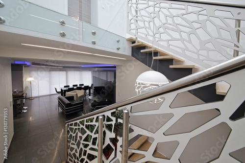 cage d\'escalier design contemporain – kaufen Sie dieses Foto ...