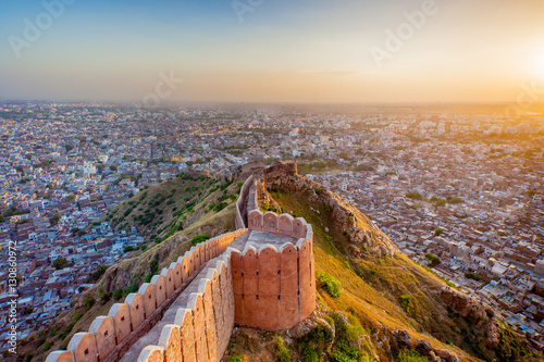 Poster Vestingwerk Aerial view of Jaipur from Nahargarh Fort at sunset