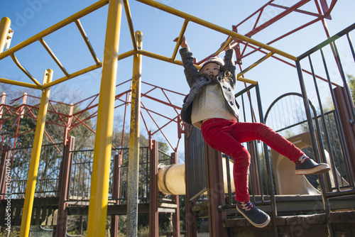 Valokuva  雲梯で遊ぶ女の子