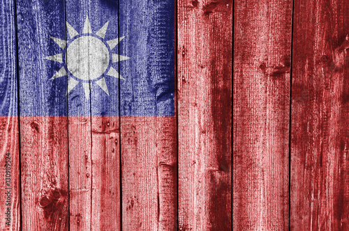Fotografía  Fahne von Taiwan auf verwittertem Holz