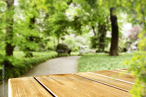 Poster Jardin wooden desk of spring time