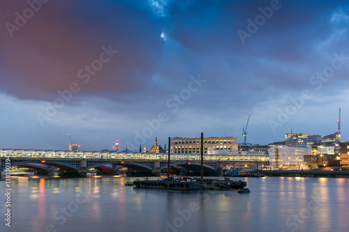 Poster London LONDON, ENGLAND - JUNE 17 2016: Night Photo of Thames River and Blackfriars Bridge, London, Great Britain