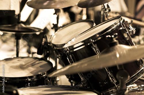 Fotografia Detail of a drum kit in dark colors
