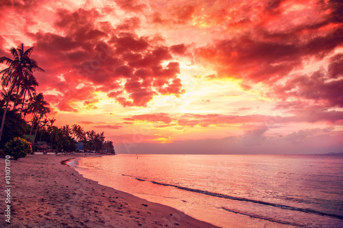 Stickers pour portes Eau Nice sunset scene over sea, coloutful travel concept and tropica