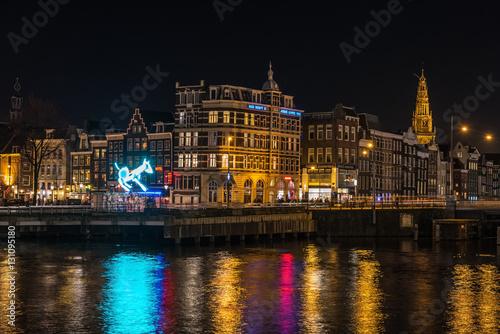 Zdjęcie XXL Nocy miasta widok od staci kolejowej przy Amsterdam Lekkim festiwalem holandie