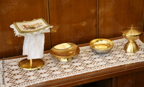 golden chalice and paten for Holy Communion during the Mass cere Tapéta, Fotótapéta