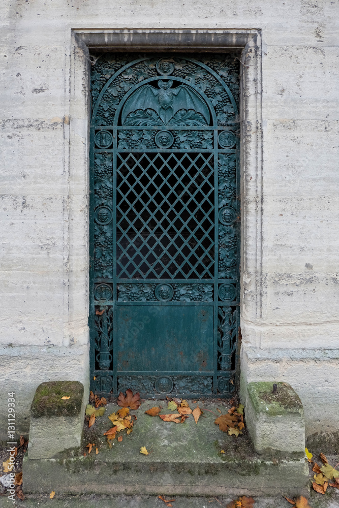 Fotografie Obraz Bat Door Turquoise Closed Steel Entrance Gate Of An Old Tomb Crypt At A Graveyard Posters Cz