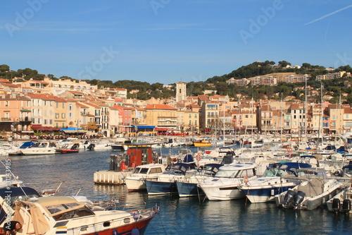 Tuinposter Schip Port de plaisance de Cassis, France