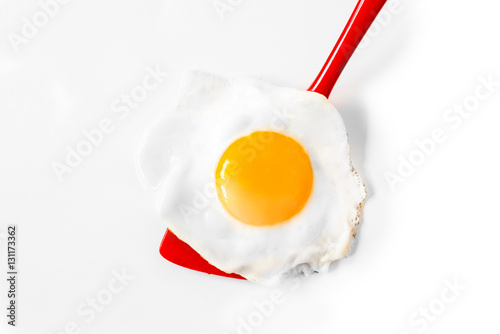 Foto op Plexiglas Gebakken Eieren Fried egg on a spatula