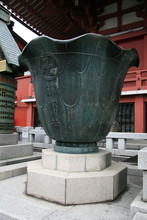 Large Urn - Sensoji Shrine,Tok...