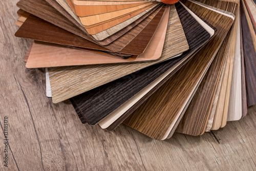 Fotografía  many thin wooden samples for interior design