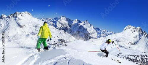 Fotografía snowboarder and ski driver