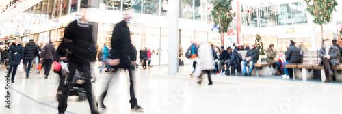 Plakat Ludzie na zakupowej mili