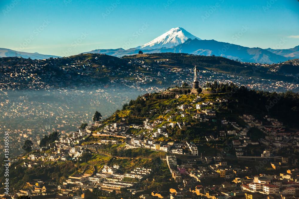 Fototapety, obrazy: View of El Panecillo