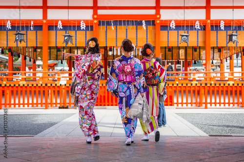 Tuinposter Japan Women in traditional japanese kimonos on the street of Kyoto, Japan.
