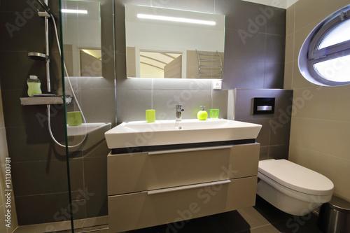 salle de bain douche italienne – kaufen Sie dieses Foto und finden ...