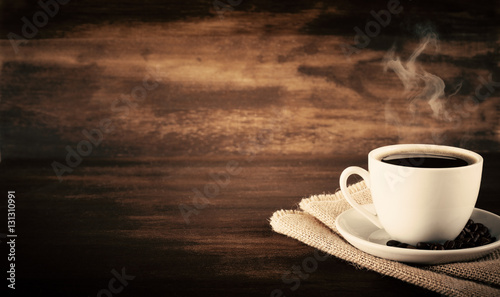 Foto op Plexiglas Cafe Black coffee on a white cup and wood background