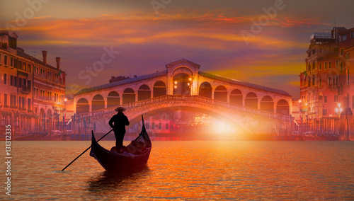 Photo sur Toile Gondoles Gondola near Rialto Bridge in Venice, Italy