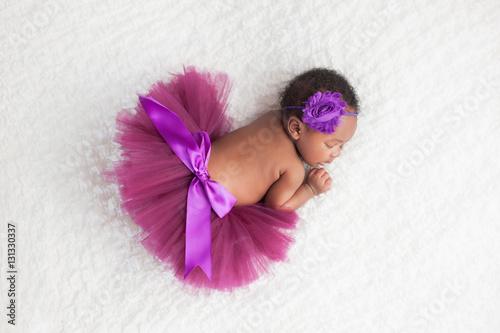 Photo  Newborn Baby Girl Wearing a Purple Tutu