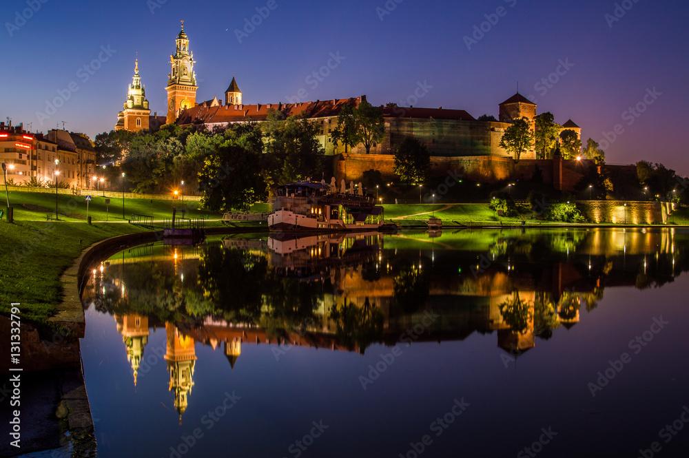 Fototapety, obrazy: Wieczorne odbicie Wawelu w Wiśle