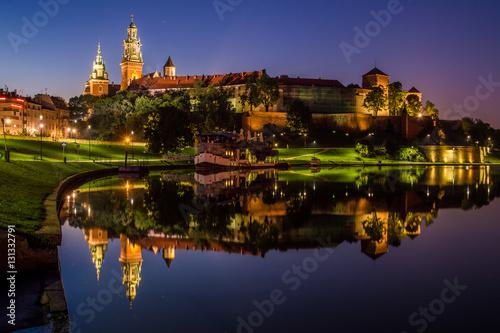 Staande foto Krakau Wieczorne odbicie Wawelu w Wiśle