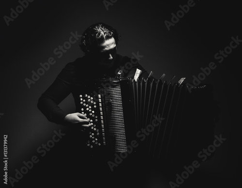Fényképezés  Accordion Player in Black and White