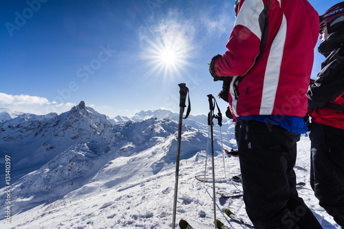 Photographie  Skiers on a ski slope in the French Alps
