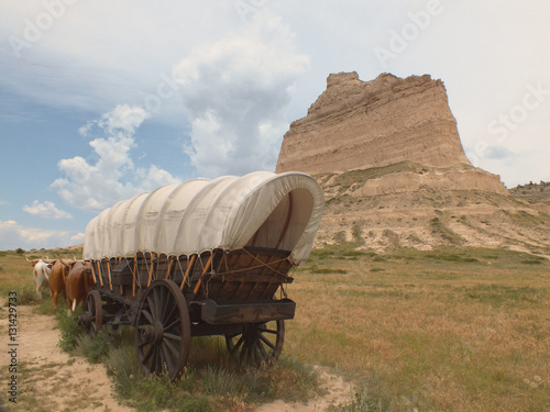 Fototapeta Prairie Schooner at Scotts Bluff NM