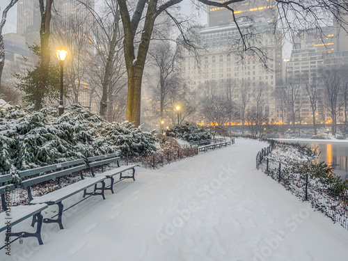 Spoed Foto op Canvas New York Central Park, New York City snow storm