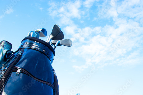 golf-club-in-bag-with-sky