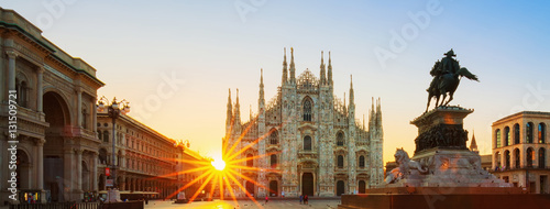 Photo sur Aluminium Milan View of Duomo at sunrise