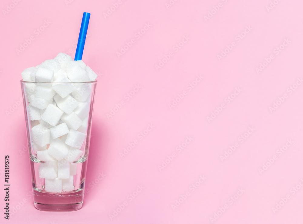 Poster & Art Print Glas voll mit Würfelzucker - Symbol für Zucker ...