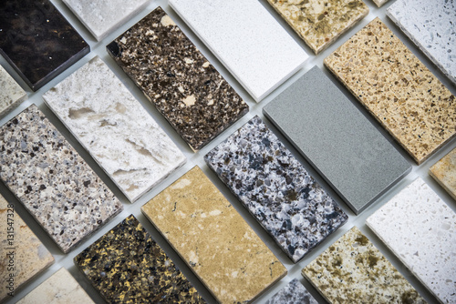 Fotografía  tile flooring of marble, quartz and granite