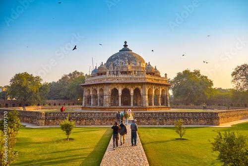 Fototapeta DELHI, Indie-grudnia 14,2015: Humayun's Tomb (Mauzoleum) w ogrodzie Char Bagh