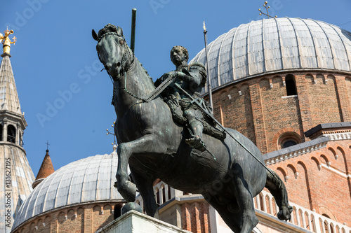 Photo  Equestrian statue of Gattamelata in Padua, Italy