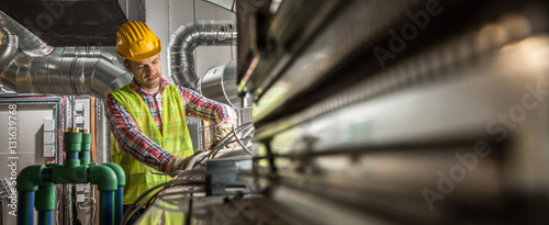 Fotografía  Portrait of a worker, constructing and checking development of a small business hall