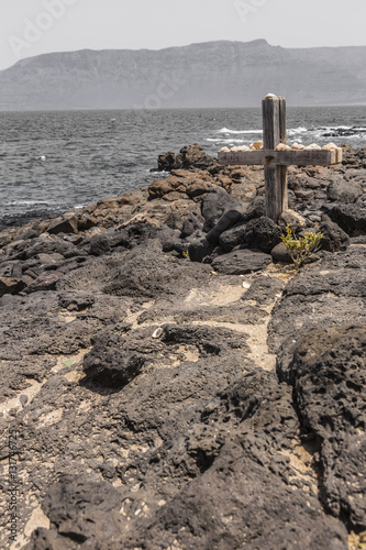 Fotomural wooden cross on the coast of lanzarote