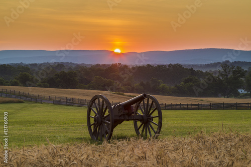 Fotografie, Obraz  Sun rising behind artillery near a wheat field at Antietam Natio